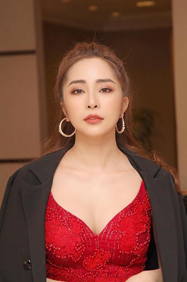 Quỳnh Nga được xem là ca sĩ có cả giọng hát lẫn ngoại hình.