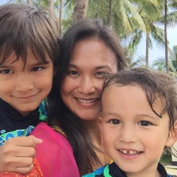 Trước khi lấy Kevin, Thiri sống cùng 2 con trai.
