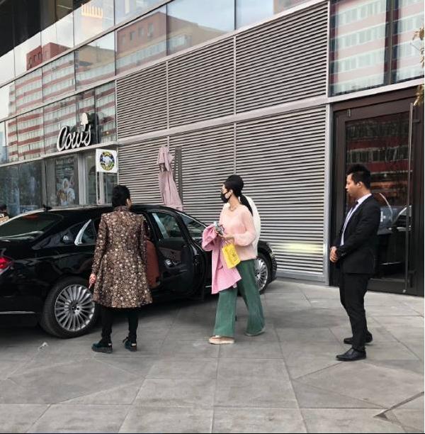 Những hình ảnh mới nhất của Phạm Băng Băng khiến netizen phải suy đoán phải chăng cô đang gặp khó khăn về kinh tế.