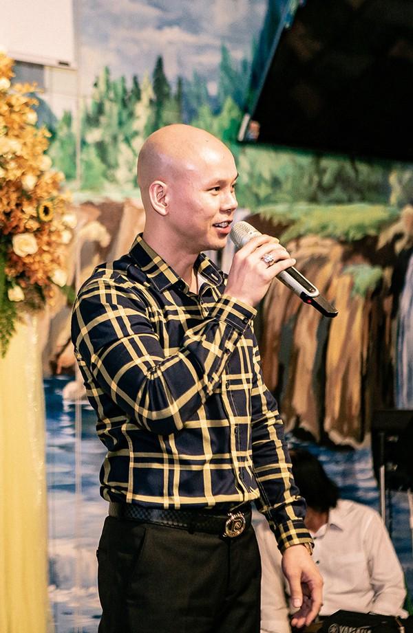 Ca sĩ Phan Đinh Tùng mong tổ ấm của người bạn lúc nào cũng tràn ngập tiếng cười.