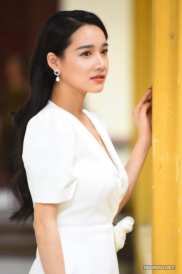 Sau đám cưới, nữ diễn viên vẫn giữ cho mình vẻ đẹp dịu dàng.