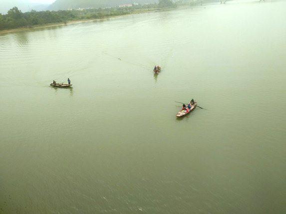 3 học sinh đuối nước ở Nghệ An: Tìm thấy thi thể thứ 2 - Ảnh 1.