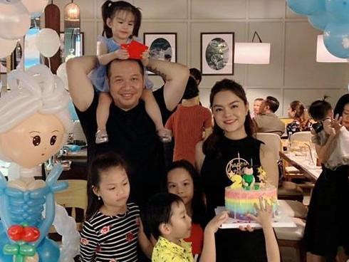Phạm Quỳnh Anh và Quang Huy vẫn vui vẻ tái ngộ trong những buổi tiệc sinh nhật của hai con.