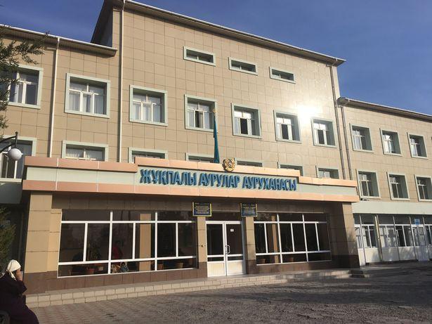 Bệnh viện nơi cậu bé Nurislam bị tiêm hiện đang bị ngừng hoạt động trong quá trình điều tra (Nguồn: East2west-news)