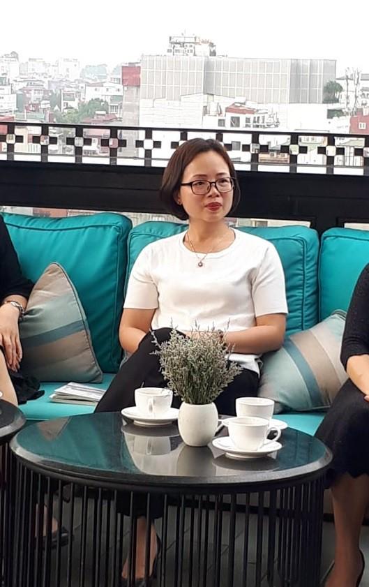 Bà Loan chia sẻ tại buổi tọa đàm Thang máy chung cư: Tiện ích hay cạm bẫy. ảnh PT