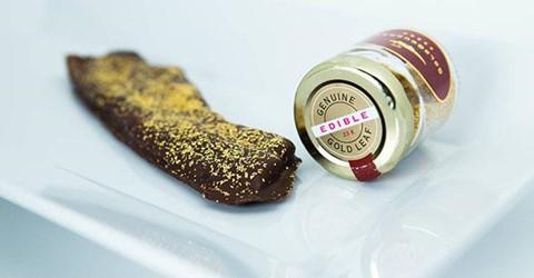 Thịt xông khói chocolate ( 39,99 USD ): Kết hợp chocolate và thịt xông khói đã là một điều kỳ quái, thêm vàng vào nữa trông chẳng khác gì món ăn ngoài hành tinh. Tuy nhiên, Baconery vẫn kiên quyết với ý tưởng đó và biến nó trở thành hiện thực.
