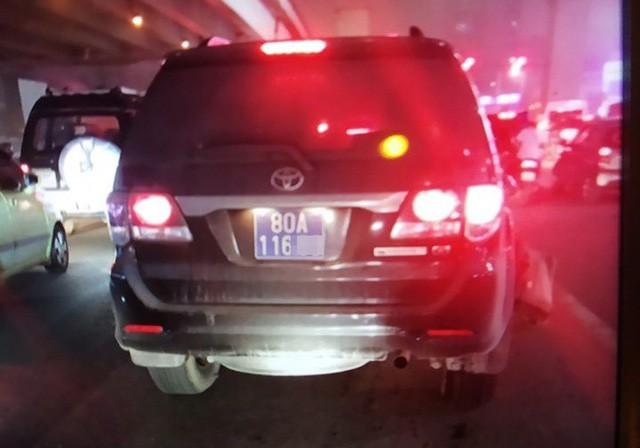Chiếc xe gây tai nạn rồi bỏ chạy.