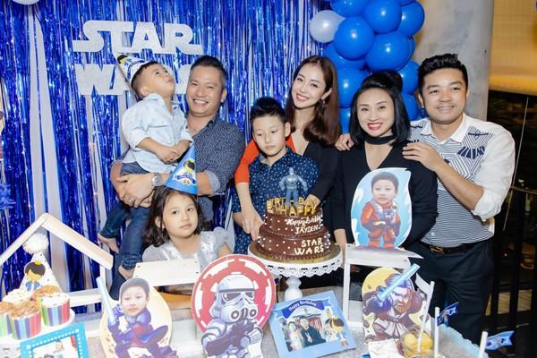 Gia đình con chung - con riêng hạnh phúc của Jennifer Phạm.