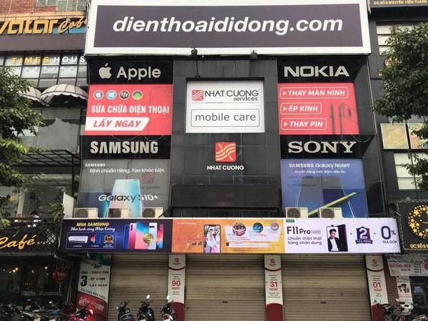 Sau khi hệ thống cửa hàng bị khám xét và đóng cửa, điện thoại Nhật Cường xuống giá.