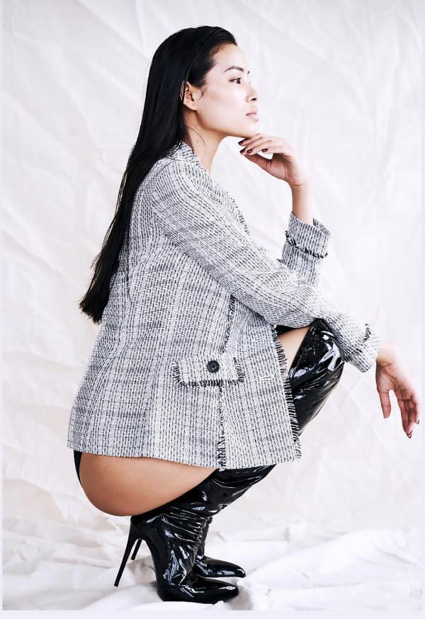 Từ lúc tạm gác hình ảnh một nữ hoàng sắc đẹp, Phạm Hương có thay đổi lớn về phong cách.