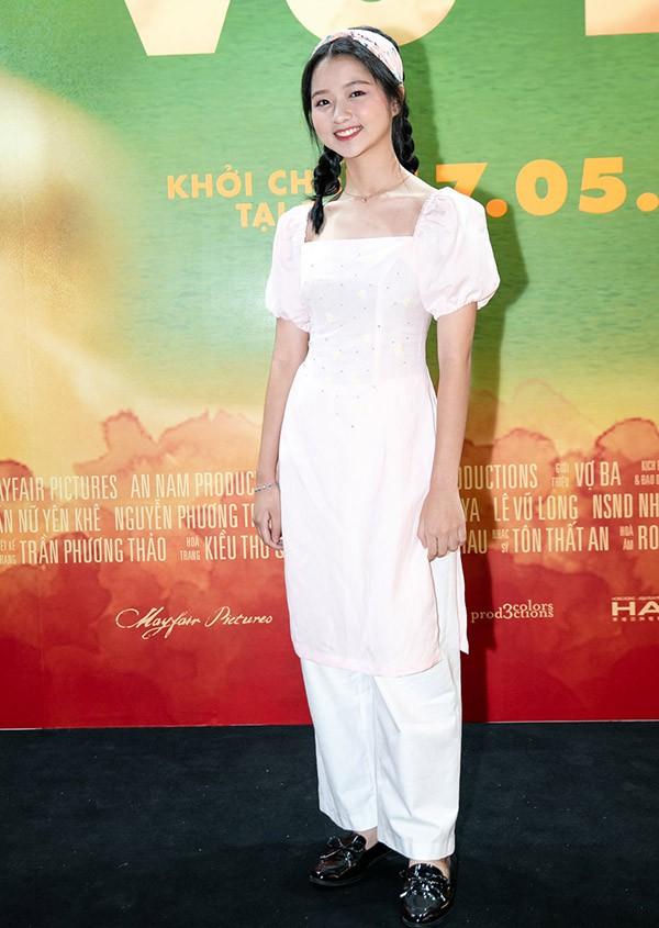 Diễn viên nhí Lâm Thanh Mỹ ra dáng thiếu nữ khi trang điểm kỹ lưỡng đi sự kiện tối 11/5.