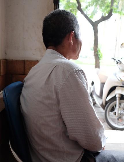 Ông Thắng hiện có cuộc sống bình lặng bên vợ và các con cháu. Ông vẫn túc tắc đi làm kiếm vài triệu một tháng. Ảnh: Hiền Trịnh.