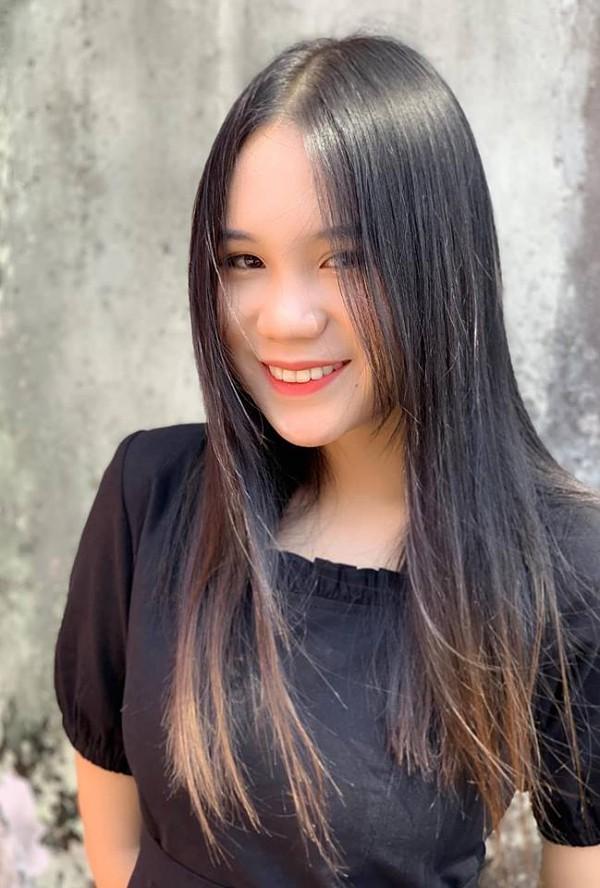 Chia sẻ với Ngoisao.net, Khánh Ngân dự định du học ngành quản trị kinh doanh vì muốn tiếp quản công việc kinh doanh của ba. 'Lúc nhỏ, tôi muốn trở thành diễn viên như mẹ. Nhưng dần dần, tôi thấy mình chưa đủ đam mê với nghệ thuật mà hứng thú với kinh doanh hơn'.