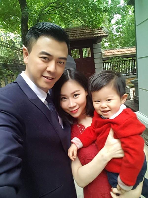 Gia đình hạnh phúc của MC Tuấn Tú.