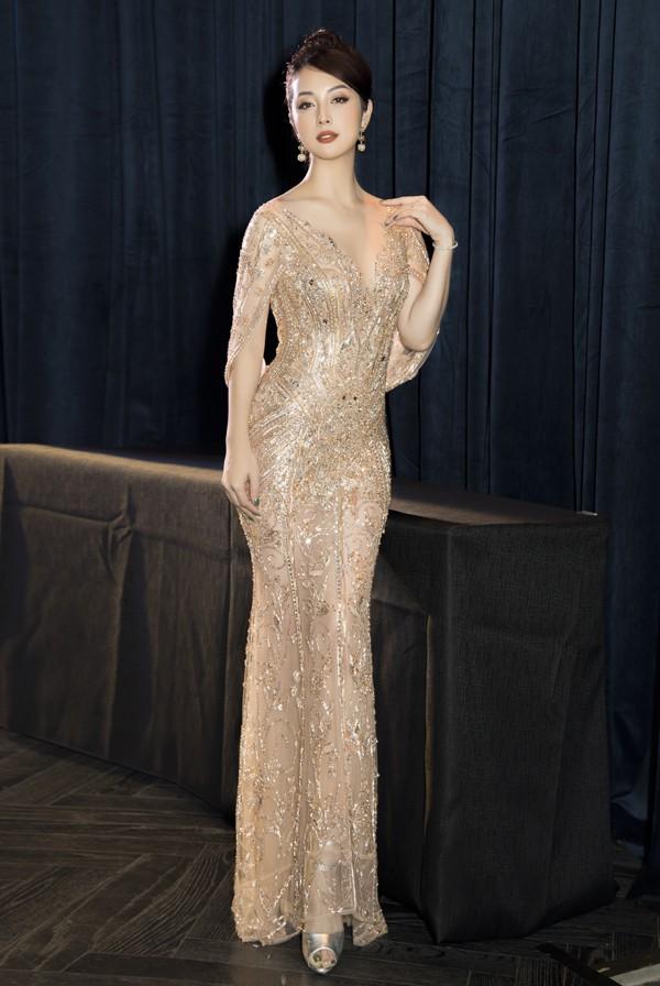 Nhan sắc ngọt ngào cùng vóc dáng không tì vết của Hoa hậu châu Á tại Mỹ 2006.