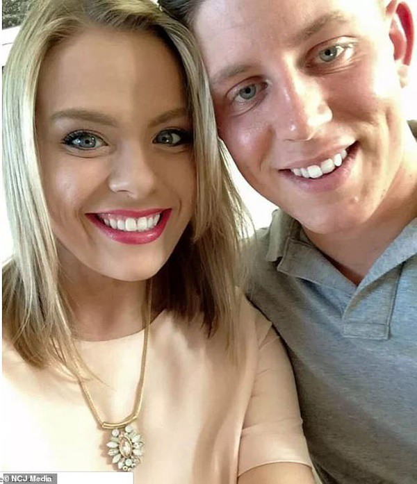 Julia và chồng, Peter, là một cặp đôi mới cưới và vừa trải qua tuần trăng mật.