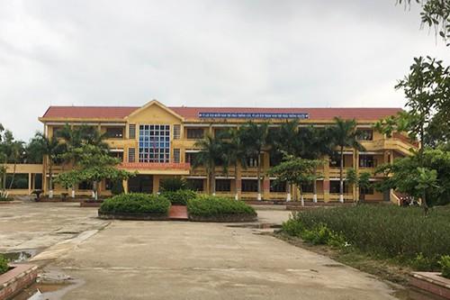 Trường THPT Nguyễn Chí Thanh, nơi nữ sinh bị đánh đang theo học. Ảnh: Quang Hà.
