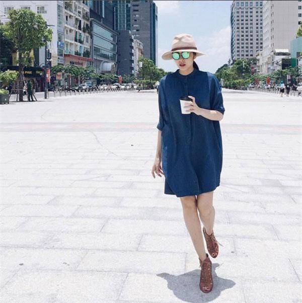 Hà Tăng có rất nhiều chiếc mũ như thế này, với nhiều màu sắc kiểu dáng khác nhau để cô mix cùng trang phục mỗi khi xuống phố hay đi làm.