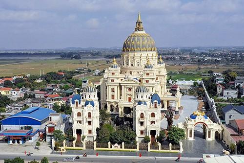 Cung điện Thành Thắng xây dựng trong 3 năm, được gia chủ đầu tư nghìn tỷ đồng. Ảnh: Trọng Nghĩa.