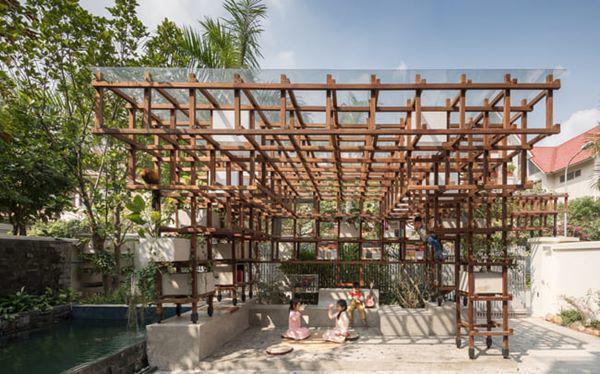 Công trình được xây dựng trên diện tích 55 m2 tại Dương Nội, Hà Đông – một quận có tốc độ phát triển nhanh chóng tại Hà Nội.
