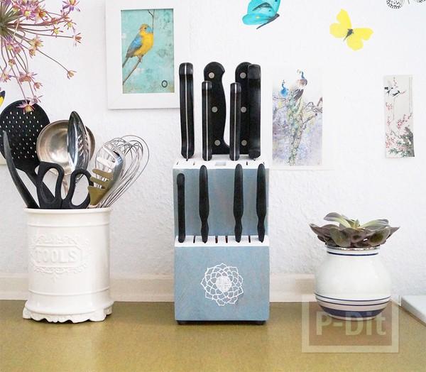 7. Hộp đựng dao dễ thương và sáng sủa tạo điểm nhấn trong nhà bếp. Chọn màu sắc và hình ảnh phù hợp với trang trí nhà bếp của bạn làm cho hộp đựng dao trở nên phù hợp một cách hoàn hảo hơn.