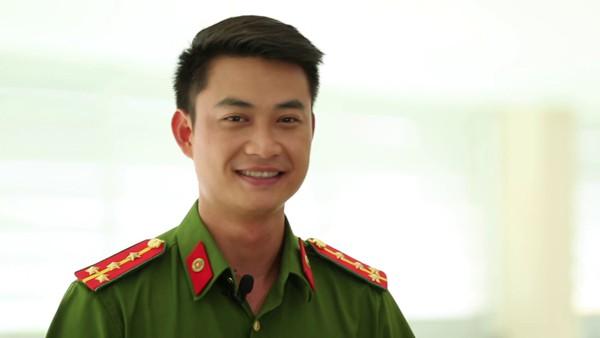 Tiến Lộc được xem là diễn viên đa năng và có nghề.