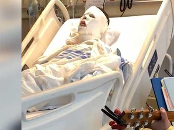 Nạn nhân Võ Duy Nghiêm đang được điều trị bằng âm nhạc tại Canada. Ảnh facebook.