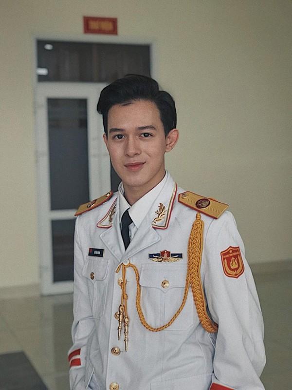 Hiện tại, Quang Anh đang học Khoa học Quản lý Văn hóa chuyên ngành Thanh nhạc.