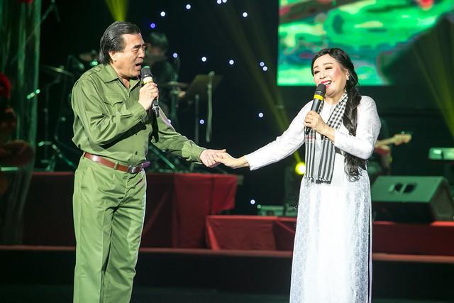 NSND Thu Hiền và Trung Đức song ca. Ảnh: TL