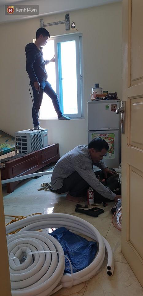 Nắng nóng đỉnh điểm ở Hà Nội, thợ điều hòa kiếm tiền triệu mỗi ngày - Ảnh 4.