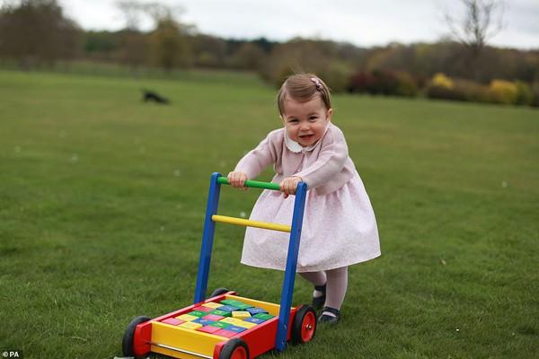 Hình ảnh công chúa Charlotte khi còn nhỏ.