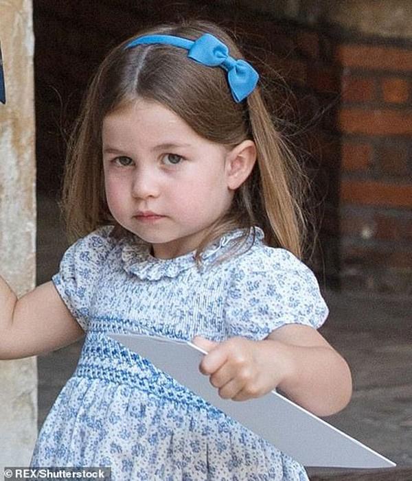 Charlotte được nhận xét là cô công chúa cá tính và có ngoại hình giống Nữ hoàng Anh lúc nhỏ.