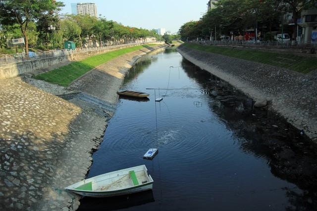 Điểm xử lý nước ô nhiễm tại thượng lưu sông Tô Lịch, đoạn đầu đường Hoàng Quốc Việt (Cầu Giấy).