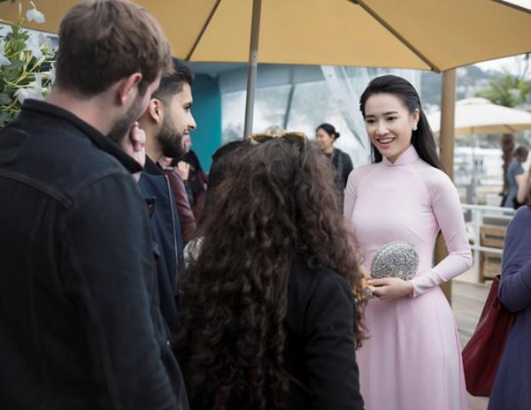 Hình ảnh Nhã Phương với trang phục nhã nhặn tại LHP Cannes.