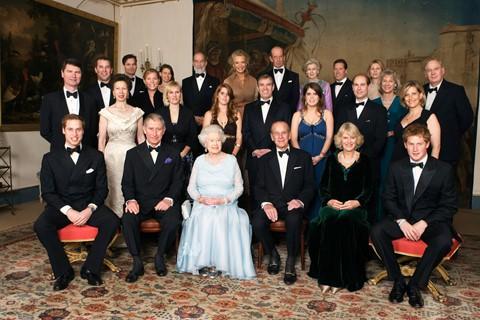 88 tỷ USD : Theo tính toán của hãng tư vấn Brand Finance, Hoàng gia Anh sở hữu khối tài sản trị giá khoảng 88 tỷ USD .