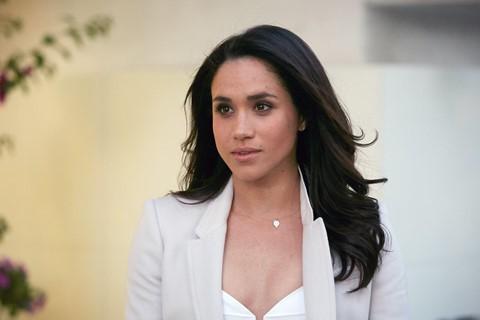 2,2 triệu USD : Tài sản ròng của Meghan Markle dựa trên mức lương của cô từ series truyền hình Suits. Nữ công tước xứ Sussex đóng vai Rachel Zane trong bộ phim truyền hình về pháp luật trong suốt 7 mùa. Cô kiếm được trung bình 57.500 USD mỗi tập.
