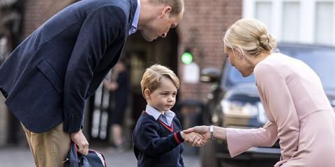 25.277 USD : Học phí của Hoàng tử George tại trường Thomas' Battersea trong năm học 2019-2020, bao gồm cả chi phí cho sách vở và phí ghi danh.