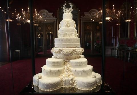 7.500 USD : Giá tiền miếng bánh cưới của Hoàng tử William và Kate Middleton được bán tại buổi đấu giá của Julien tháng 12/2014. Bốn tháng trước đó, một lát bánh trái cây 5 tầng từ đám cưới của Hoàng tử Charles và Phu nhân Diana Spencer được bán với giá 1.375 USD.