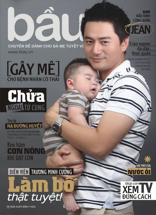Trương Minh Cường không ngại giúp đỡ vợ việc nhà và một tay chăm sóc con suốt 3 năm đầu đời
