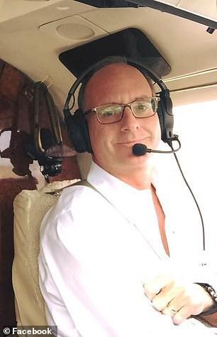 Triệu phú Mell có bằng lái phi cơ từ thời niên thiếu và luôn muốn chinh phục bầu trời, tuy nhiên ông đã có nhiều hành vi sai trái ở tuổi ngoài 50.