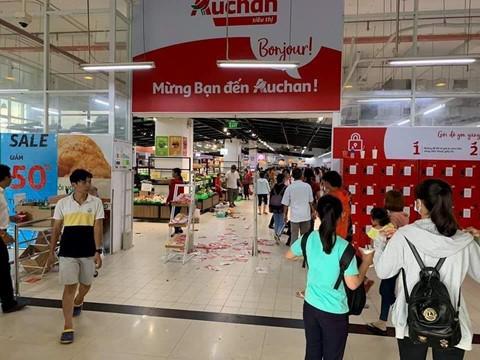 Mạng xã hội lan truyền hình ảnh hoang tàn ở chuỗi siêu thị Auchan trong những ngày giảm giá. Ảnh: FB My Truong.