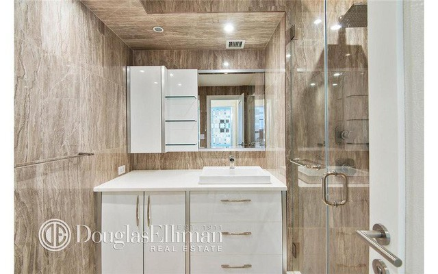 Phòng tắm...