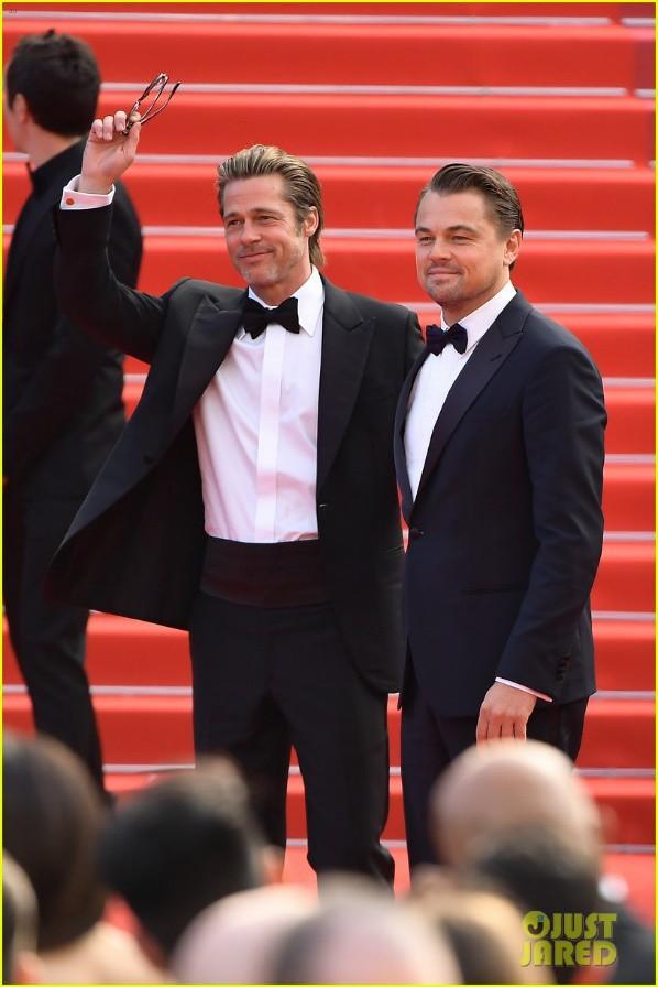 Không còn nét đẹp tuổi trẻ, nhưng 2 ngôi sao vẫn hút fan nhờ sự hấp dẫn của người đàn ông trưởng thành. Người hâm mộ vẫn không khỏi thán phục vì ngoại hình của tài tử Titanic đã lên hương rất nhiều so với thời lên cân mất kiểm soát, cộng thêm phong thái khiến công chúng phải trầm trồ