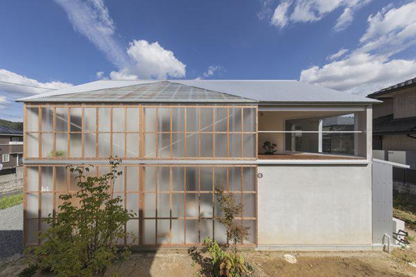 Nhìn bên ngoài, căn nhà có thiết kế phổ biến giống hầu hết các căn nhà ở Nhật Bản