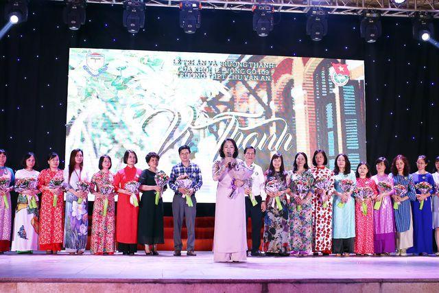 Tại buổi lễ, cô Hiệu trưởng Lê Mai Anh đã gửi lời căn dặn các học sinh lớp 12 trước khi ra trường, cũng như chúc các học sinh thế hệ thứ 109 của trường sẽ có kết quả thi thật tốt trong kì thi quan trọng sắp tới