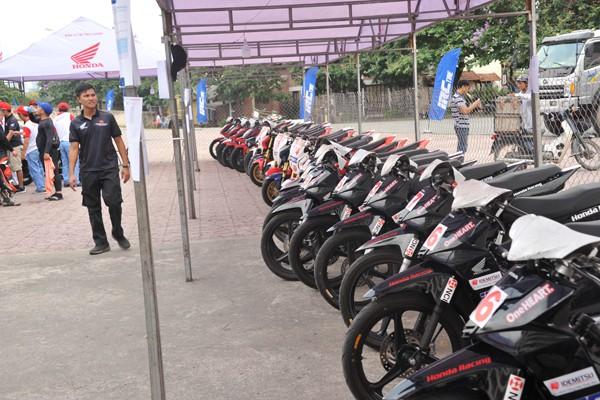 Dàn xe đua đã được tập trung tại khu vực sân vận động Mỹ Đình.