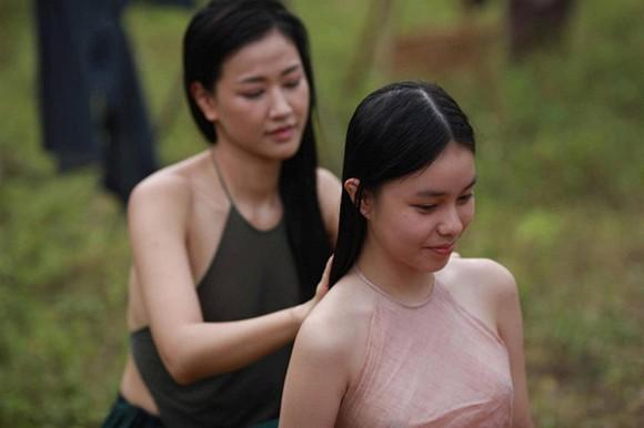 Cảnh trong phim Vợ Ba đang gây tranh cãi vì sử dụng diễn viên 13 đuổi vào cảnh nóng.