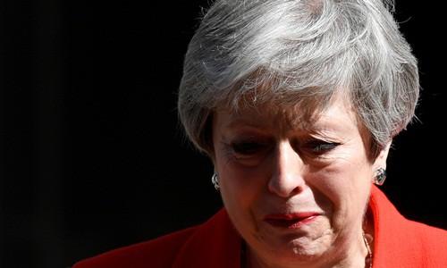 Thủ tướng Anh Theresa May như sắp khóc khi kết thúc bài phát biểu. Ảnh: Reuters.