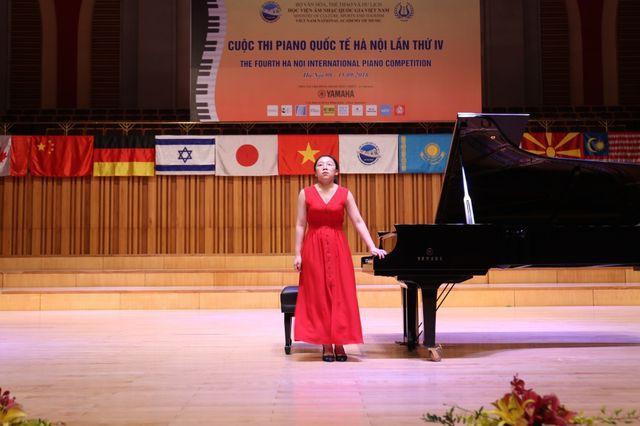 Năm 14 tuổi, Nguyệt Hà từng theo học khoá piano 1 tháng tại Pháp.