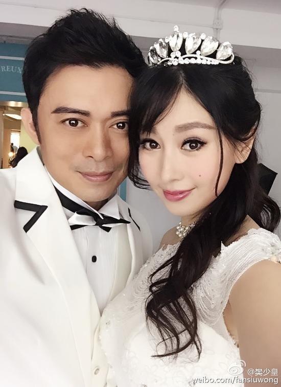 Nam diễn viên cưới người tình Giả Hiểu Thần vào cuối năm 2015.